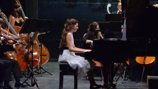 12 yaşındaki İlyun, Mozart'ın 13 numaralı piyano konçertosunu çaldı