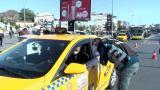 İstanbul'da yolcu seçen taksici: Trafiğe girersek para kazanamıyoruz