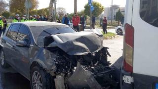 Aksaray'da öğrenci servisi ile otomobil çarpıştı: 7'si öğrenci 10 yaralı