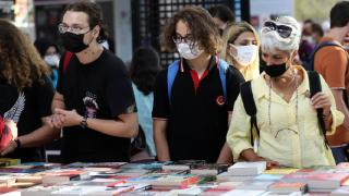 11. Antalya Kitap Fuarı'na ziyaretçi ilgisi sürüyor
