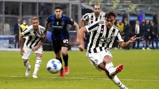 """""""İtalya derbisi"""" son dakikalarda atılan golle berabere bitti"""
