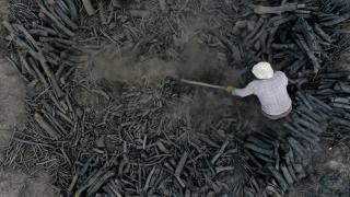 Mangal kömürü için gece gündüz süren mesai