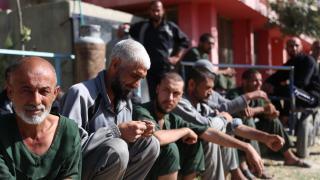 Afganistan'da uyuşturucu bağımlıları tedavi edilmeyi bekliyor