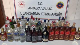 Çalıştıkları otelden 40 şişe alkol çalan 2 kişi yakalandı