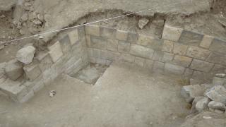 Van'daki ızgara planlı antik kentte arkeolojik kazılar sürüyor