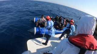 Türk kara sularına itilen 79 düzensiz göçmen kurtarıldı