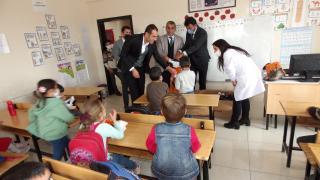 Adilcevaz'da 700 ihtiyaç sahibi çocuğa kışlık ayakkabı dağıtıldı