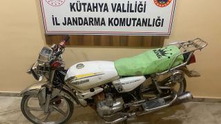 Çaldığı motosikleti jandarmaya satmaya çalışırken yakalandı