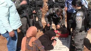 Kudüslü acılı anneden İsrail'in Müslüman mezarlığındaki yıkımına tepki