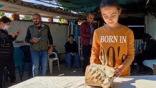 Küçük Elçin'in bulduğu fosili andıran kaya parçası incelemeye alındı