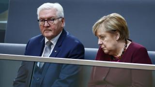 Merkel'in yeni hükümet kurulana kadar görevde kalması isteniyor