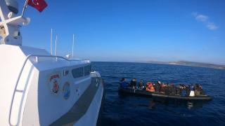 Ayvacık açıklarında 35 düzensiz göçmen kurtarıldı