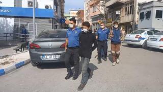 Çöp yığınları arasına saklanan 16 düzensiz göçmen yakalandı