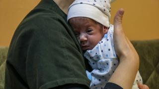 Annesini Covid-19'dan kaybeden Havvanur bebeği halası büyütecek