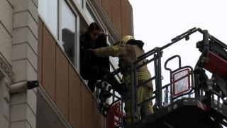 Esenler'de yangın: Üst katlarda mahsur kalan 10 kişi kurtarıldı