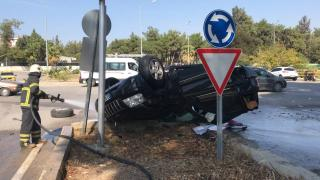 Kaza sonrası alev alan cipin sürücüsü yaralandı