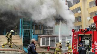 Maltepe'de markette çıkan yangın söndürüldü