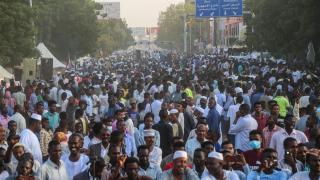 Sudan'da Cumhurbaşkanlığı önündeki oturma eylemi sona erdi