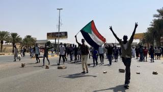 """Sudan'da """"darbe karşıtı"""" gösteriler: Onlarca kişi yaralandı"""