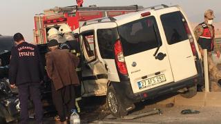 Gaziantep'te iki hafif ticari aracın çarpıştığı kazada 3 kişi yaralandı