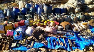 Van'da teröristlerin kullandığı mağarada çok sayıda yaşam malzemesi ele geçirildi