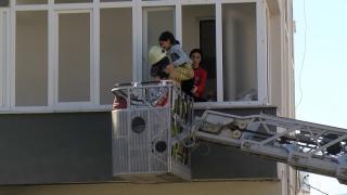 İstanbul'da yangında mahsur kalanların yardımına itfaiye koştu