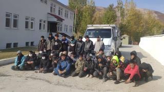 Durdurulan minibüste 38 düzensiz göçmen çıktı