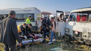 Bursa'da iki minibüs çarpıştı: 13 yaralı
