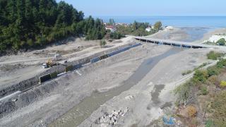 DSİ Bozkurt'taki Ezine Çayı'nda kalıcı tesislerin inşaatına başladı