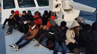 Yunanistan'ın ölüme terk ettiği 87 düzensiz göçmen kurtarıldı