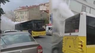 Arızalanan İETT otobüsünden dumanlar yükseldi
