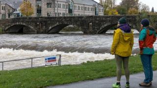 İngiltere'de sel uyarısı: 24 saatlik bir süre içinde bir aylık yağış görülebilir