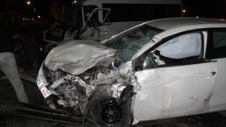 Konya'da yolcu minibüsü ile otomobil çarpıştı: 8 yaralı