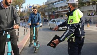 Konya'da polis elektrikli scooter denetimi yaptı