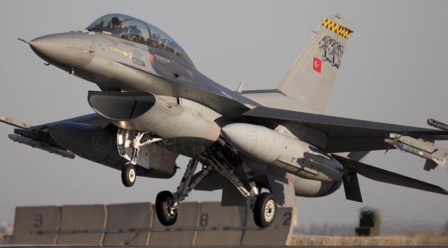 Diyarbakırda F-16 pistten çıktı