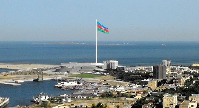 Azerbaycan parmak ısırtıyor