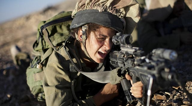 Kadın askerler de artık çatışmaya girecek