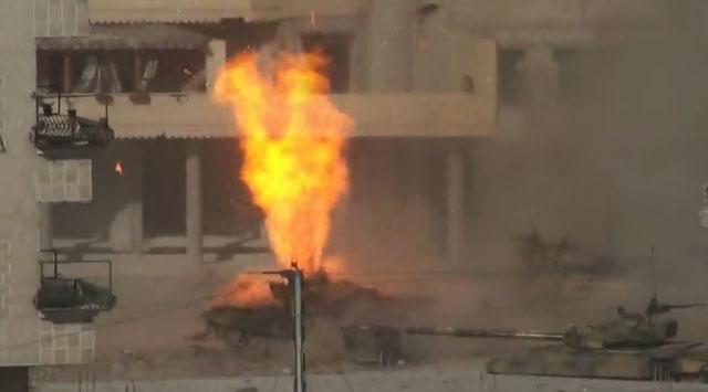 Önce tank, sonra içindeki bombalar patladı