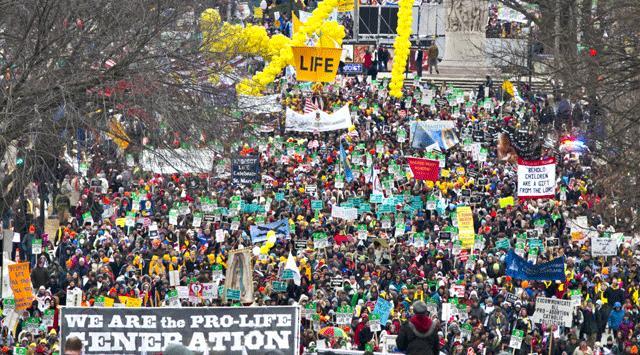 Binlerce kişi kürtaja karşı yürüdü