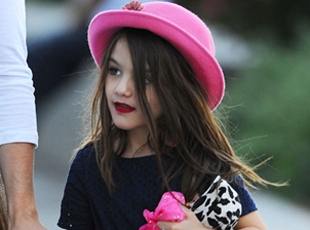 5 Yaşındaki Surie Cruise Artık Kırmızı Rujuyla Dışarı Çıkıyor