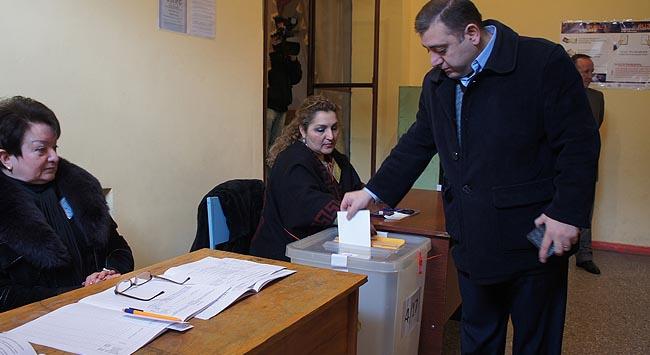 Seçimin galibi Sarkisyan oldu