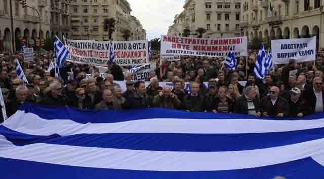 Yunanistanda emekli askerlerden protesto