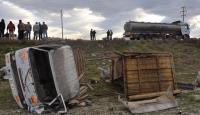 Antalyada kamyonet uçuruma yuvarlandı