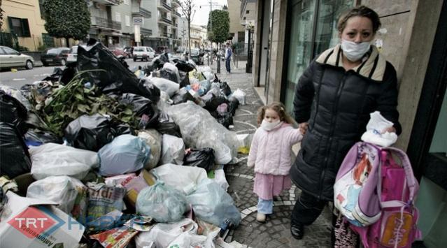 Bir Alman 81,6 Kilo Yiyeceği Çöpe Atıyor