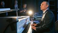 Putin'den Bu Kez Piyano Şov