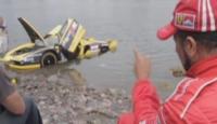 Otomobil Nehre Böyle Uçtu