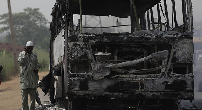 Otobüsle akaryakıt tankeri çarpıştı: 36 ölü