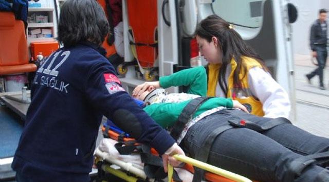 Kafasına kedi düşen kadın hastaneye kaldırıldı