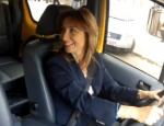 Aylin Nazlıaka taksi direksiyonuna geçti
