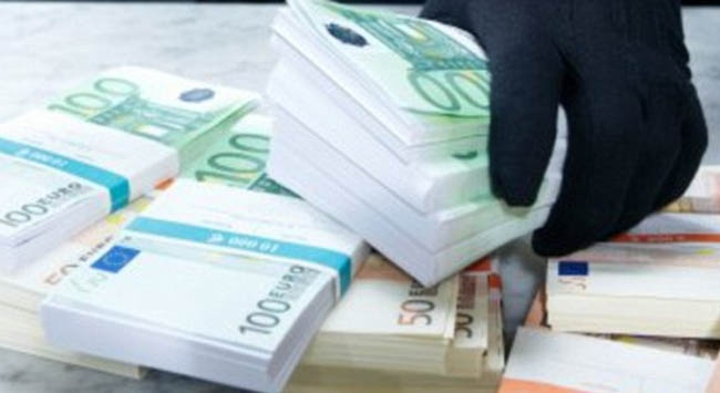 Gökyüzünden para yağdı